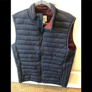 New without  tags, Men's GAP Insulated Vest. ❄️